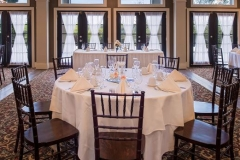 Banquet-room-table-setting