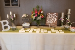 Name-cards-on-table-with-wedding-decor