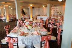Wedding-reception-table-with-salom-color-bows-on-chairs