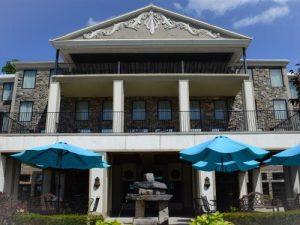 Exterior of Niagara Crossing Hotel & Spa